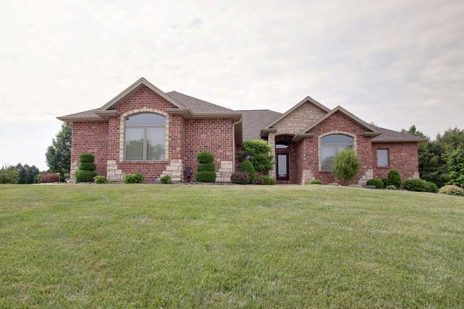 Best Meticulously Maintained Custom Built 1 Owner Home In 640 x 480
