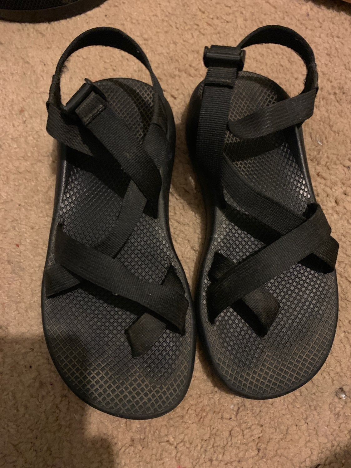 I M Selling These Black Chaco Sandals With Black Straps And Toe Divider They Are A Size 10 But In My Opinion Fit More Like A 9 Chacos Sandals Sandals Chacos