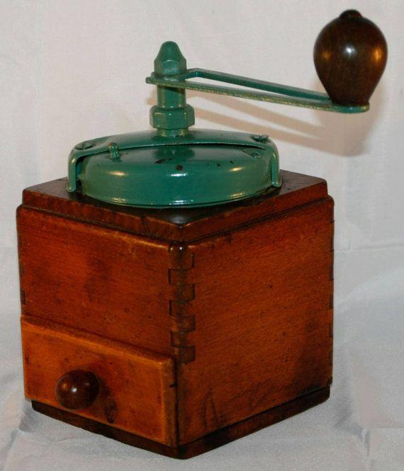 Hoi! Ik heb een geweldige listing op Etsy gevonden: https://www.etsy.com/nl/listing/263870723/vintage-peugeot-freres-coffee-grinder