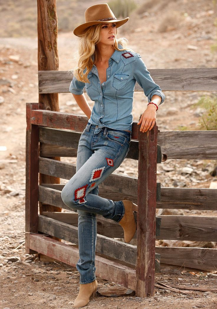20 Chic Ways To Wear Cowgirl Fashion Style Chambray Shirt With Jeans Cowgirl Cowgirlboots Cowgirlch Country Girls Outfits Country Outfits Western Fashion