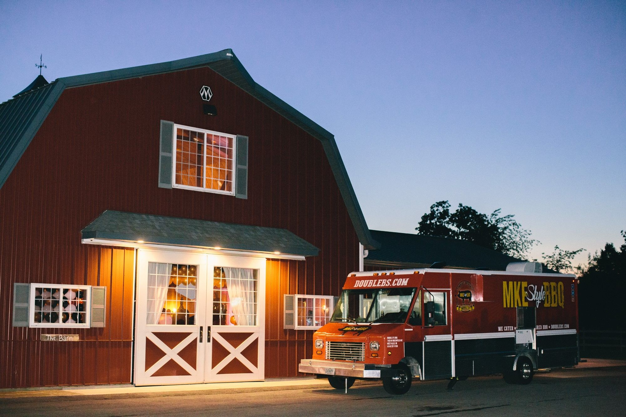 Food truck - outdoor wedding - Wisconsin wedding barn ...