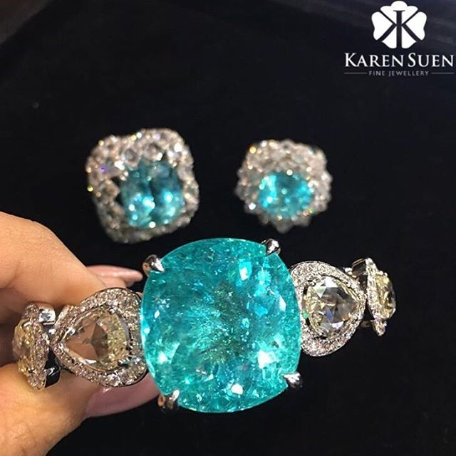 @karen.suen Paraiba Tourmaline was discovered in 1980s, it is commonly found in Brazil. Paraiba Tourmaline is rare because of its marvellous glow that comes from inside out! #KarenSuenFineJewellery #Designer #BespokeJewels #PreciousStones #Design #FineJewelry #JewelleryDesigner #ColorGemstone #HauteJoaillerie #UniqueJewellery #Gemstone #Diamond #Paraiba #Tourmaline #HongKong #Indonesia #Malaysia #KualaLumpur #Jakarta #Moscow #Kuwait #Qatar #Doha #Bahrain