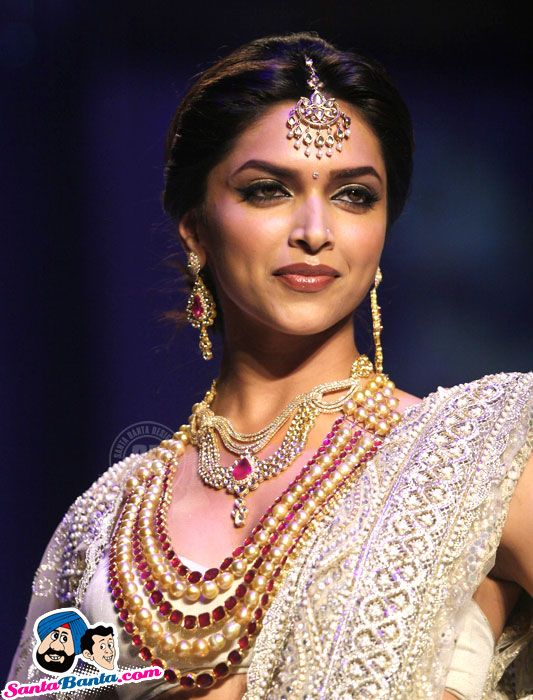 Deepika Padukone at india international jewellery week ...