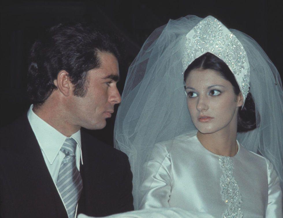 Paquirri, que en aquel momento tenía 25 años, y Carmina Ordóñez, de 18, se habían conocido en una plaza de toros, pues ella era muy asidua al mundo de toros durante su adolescencia. Su matrimonio duró seis años, de 1973 a 1979 y fruto de su unión tuvieron dos hijos, Francisco y Cayetano, quienes con el paso de los años siguieron los pasos de su padre y se hicieron matadores de toros. Paquirri falleció por una cogida en el coso de Pozoblanco, en Córdoba, el 26 de septiembre de 1984, tenía 36…