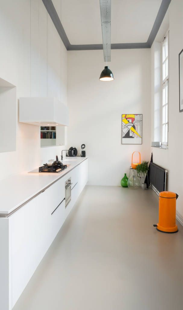 22 Ways To Boost And Refresh Your Bathroom By Adding Wood Accents: Interieur Woning In School Met Xxl Kast Met Taatsdeur, Studie En Nieuwe Keuken: Keuken Door Joep