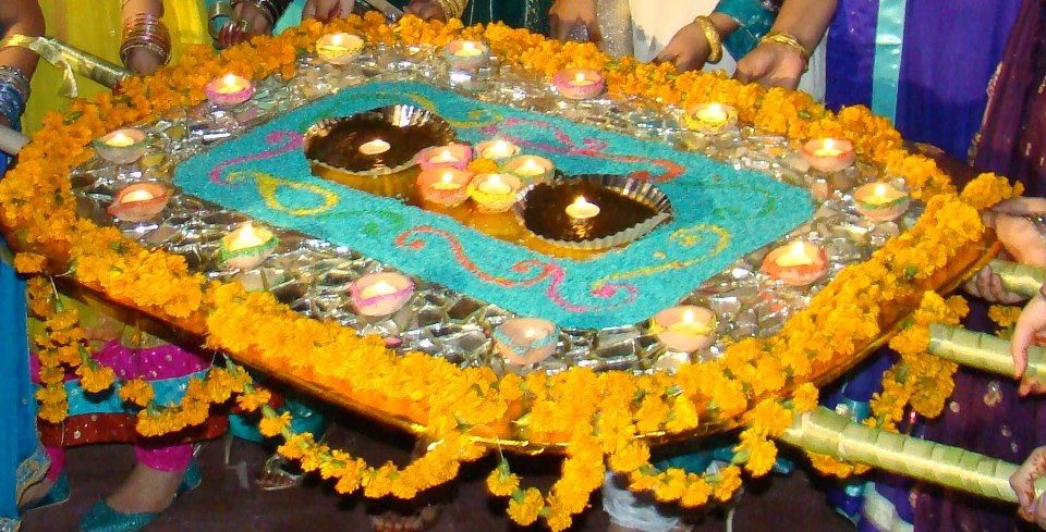 Mehndi thaal decoration
