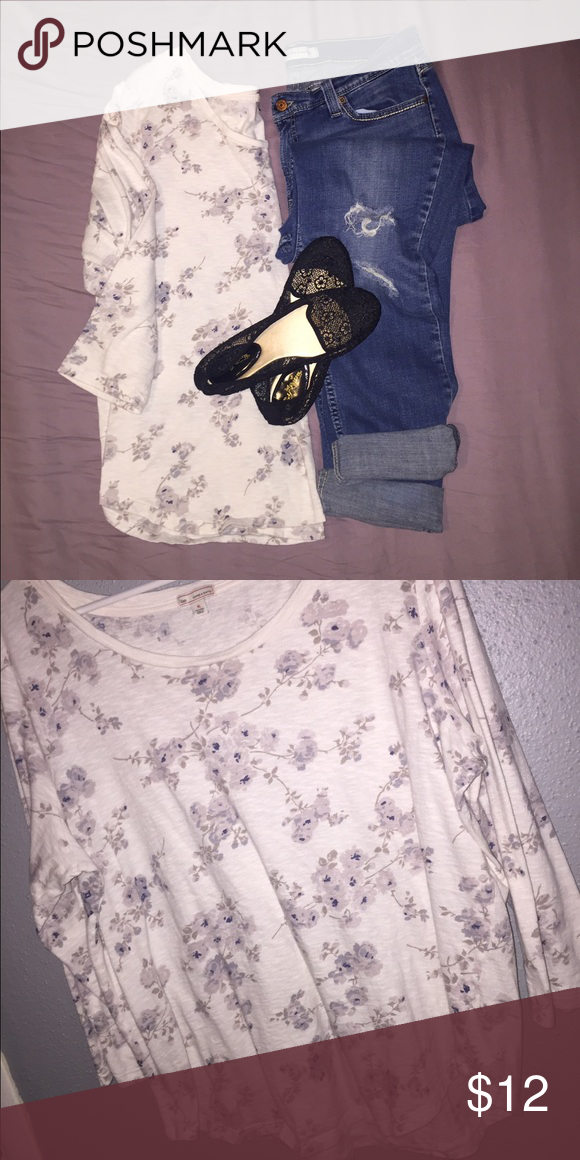 Gap long sleeve top This is in EUC, super soft and comfortable, perfect for layering on those chilly days!  No stains or marks, very minimal pilling from washing and wearing.  Listing is for shirt only, shoes sold separately. GAP Tops Tees - Long Sleeve