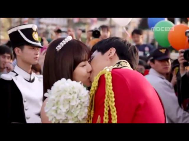 It's official!  Episode 16 of The King 2 Hearts Review is LIVE on The Crazy Ahjummas Blog.  What did Unnie think?  What did you guys think?  Don't forget to leave your comments...we always LOVE it when our readers talk back to us & tell us their thoughts, opinions & reviews too!  Chincha!!!  We really like hearing from you guys!  Makes us very smiley!! ~Unnie