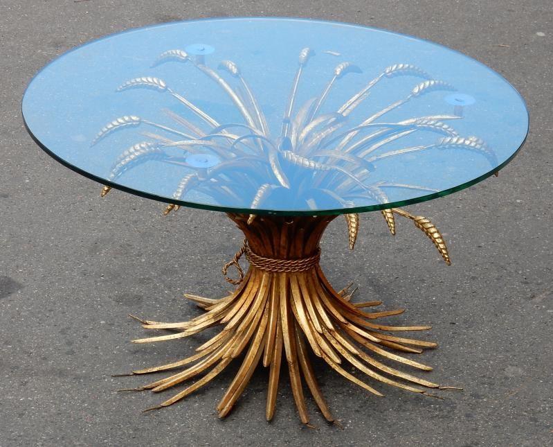 Gueridon En Fer Dore Style Coco Chanel Le Plateau De 80 Cm De Diametre Est En Verre Le Diametre De La Table Sans Le Ve Gueridon Style Coco Chanel Table Basse