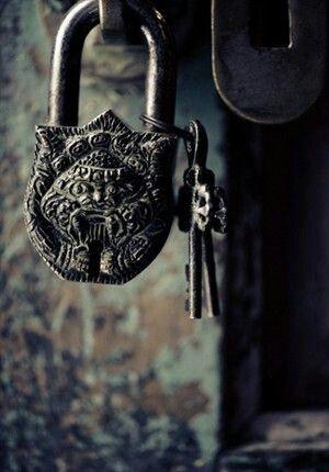 Con llaves