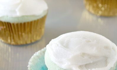 Yum Alert: The Ombre Trend in Cupcake Form