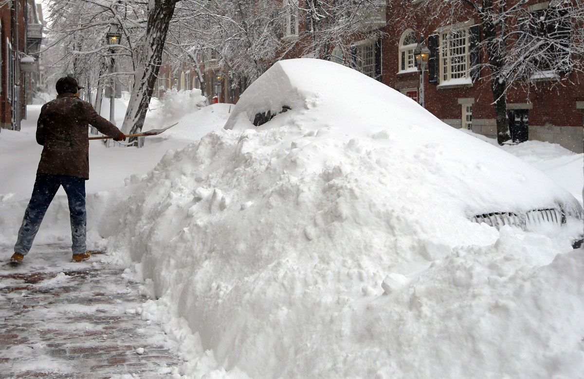 Boston Man Shovels Out His Sidewalk As Blizzard Drops Snow - Snowfall totals massachusetts
