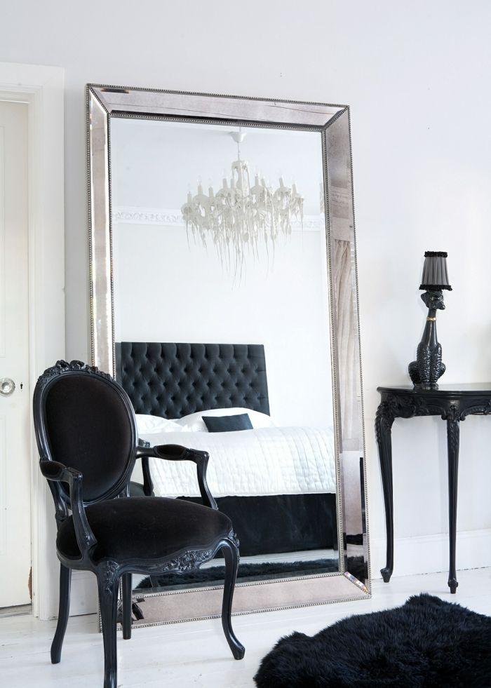 Schlafzimmer Schwarz Weiß Großer Spiegel Schöner Leuchter