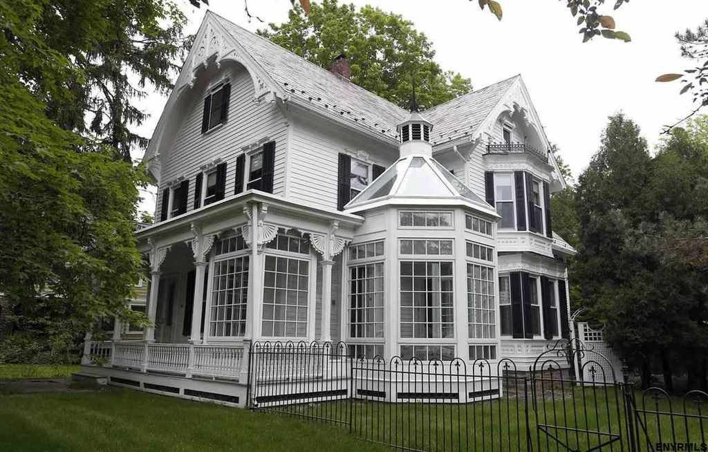 Omg this house is gorgeous and so unique! It\'s actually for sale ...