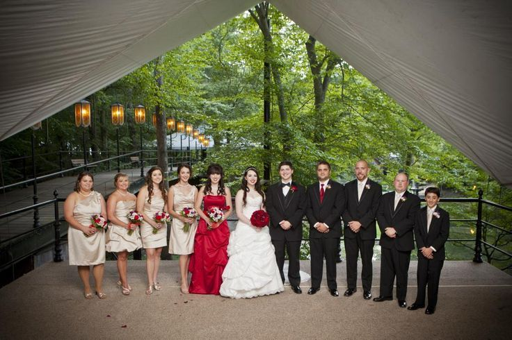 Champagne bridal party with red roses | Dream Wedding | Pinterest ...