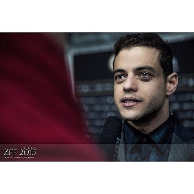 Love this captivating photo shot from the Zurich Film Fest!!! ⚡️ #Repost @ans24dec ・・・ #zff #zff2015 #zurichfilmfestival #zurichfilmfestival2015 #film #filmfestival #photoshoot #mrrobot #ramimalek #press #pressconference #interview #festivalphotography #mcm #love #captivating #gorgeous