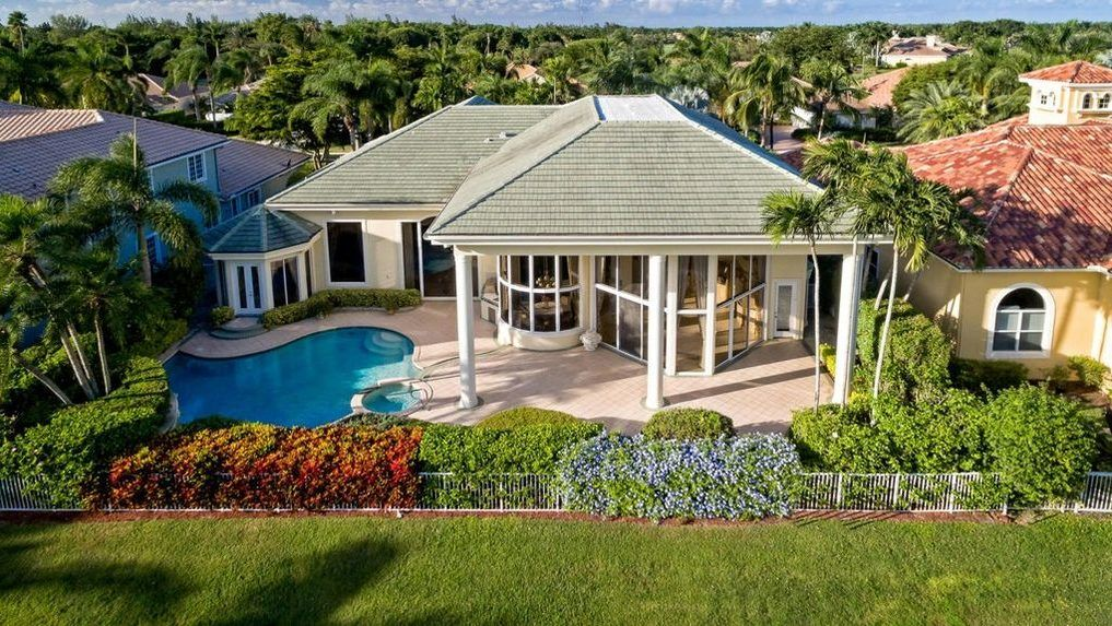 Ben Carson Sells His Florida Home For Way Below Asking Price Here S Why Florida Home Mansions Celebrity Houses