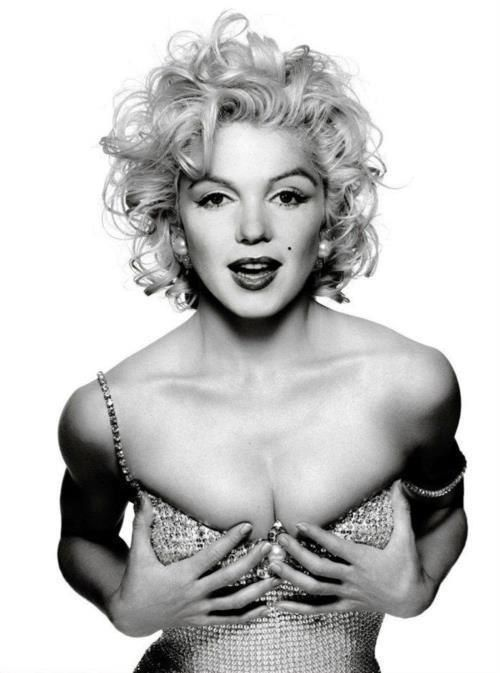 Marilyn Monroe:Blonde Icon ღ♥Please feel free to repin ♥ღ