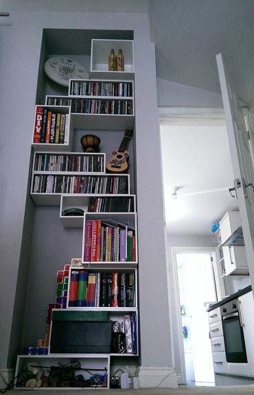 das wandregal gestapelt und geh ngt nutzt nischen perfekt zum beispiel mit modulen f r cds. Black Bedroom Furniture Sets. Home Design Ideas