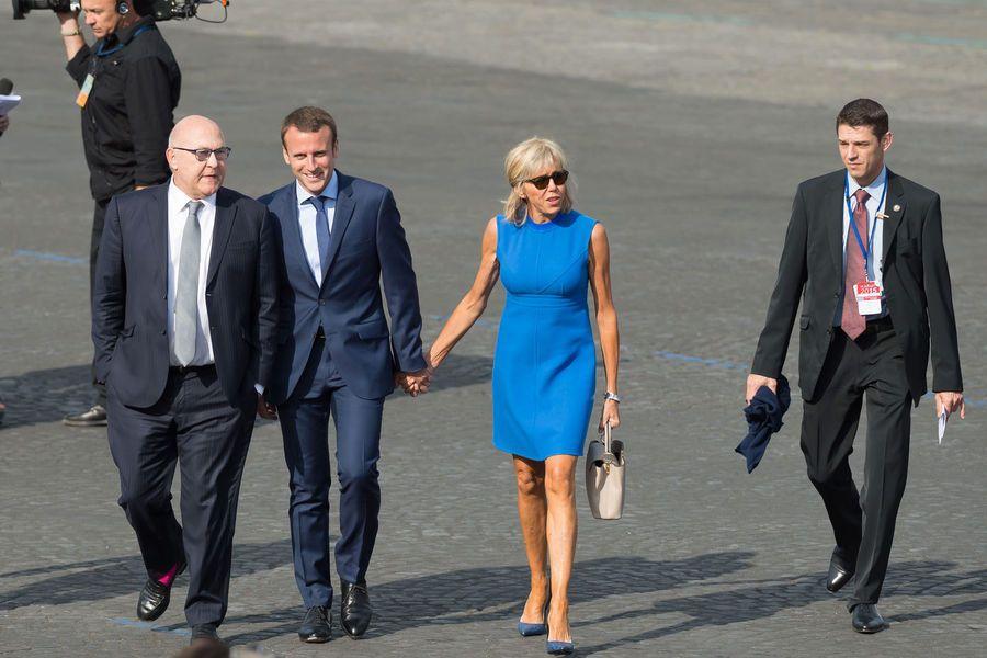 Emmanuel Et Brigitte Macron Leur Duo En Images Macron Idees De Mode Et Emmanuel Macron