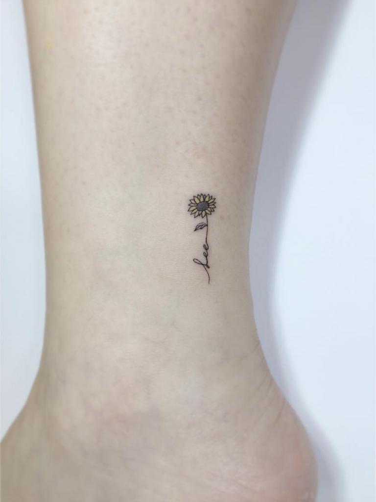 sunflower tattoo TattooIdeasSmall Tatuagens de