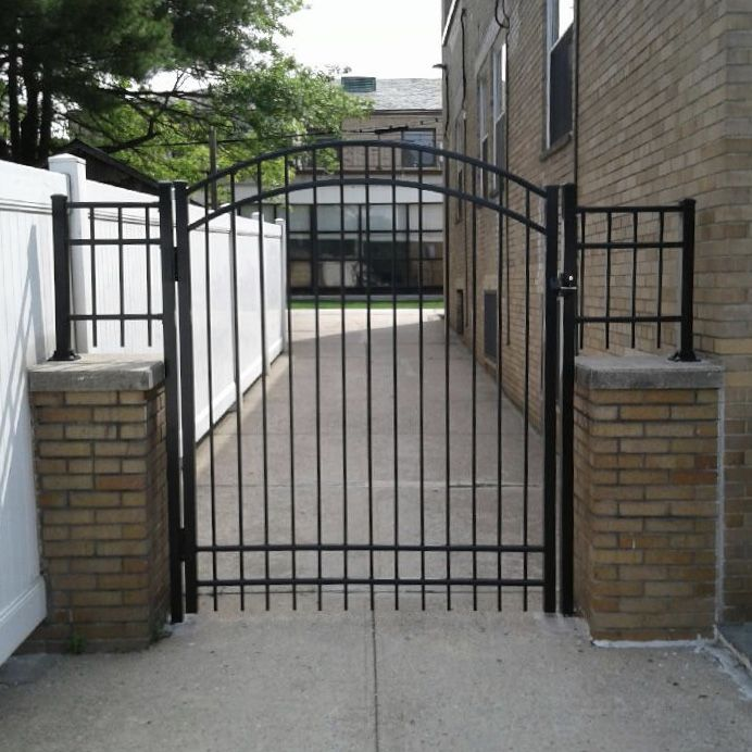 Best Custom 6' Aluminum Round Top Gate With A Zee Lock And Key 400 x 300
