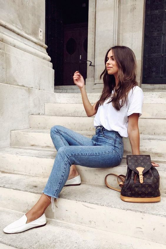 2019 Summer Fashion Outfits - White T-shirt with denim leggings