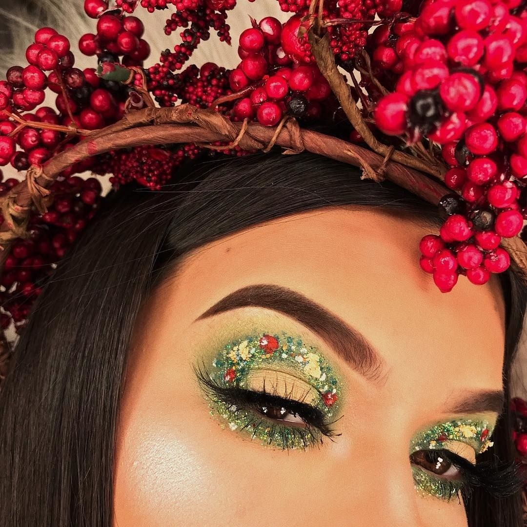 Photo of Christmas Wreath Eye Makeup Is the Most Festive Holiday Look on Instagram