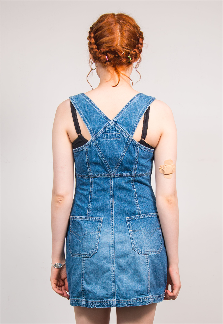 72acbb1f6ee0 Vintage 90 s cute zip front blue denim mini dress. Fits size UK 8. For  measurements please click this sizing and care tab. Model is size UK 8 and  5 6