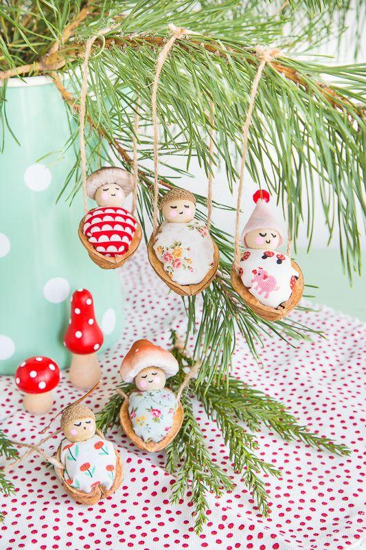 Süße Walnussbettchen als Baumschmuck zu Weihnachten #christbaumschmuckbastelnkinder