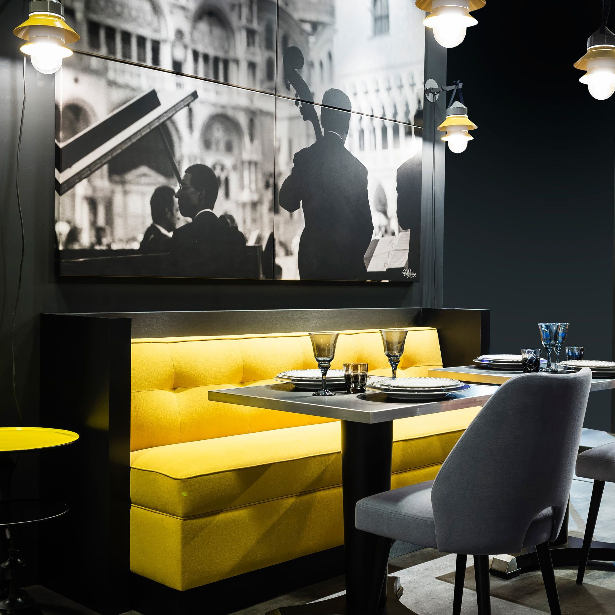 vous recherchez du mobilier fran ais haut de gamme pour votre h tel restaurant ou caf. Black Bedroom Furniture Sets. Home Design Ideas