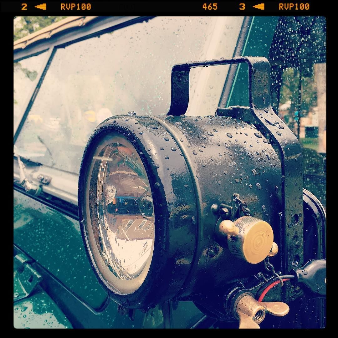 Land Rover #landrover #landroverdefender #spotlight #rain #rainday #simplysantafe #purelove #purenm #4x4 #oldschool #light by gryphonhelicopter Land Rover #landrover #landroverdefender #spotlight #rain #rainday #simplysantafe #purelove #purenm #4x4 #oldschool #light