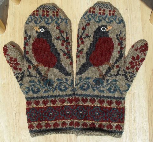 mystery robin mittens This is a free pattern on Raverly - so cute ...
