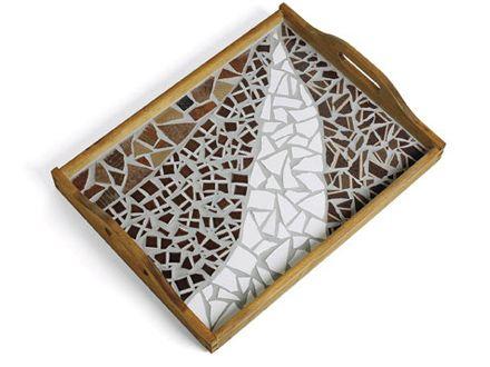 Puutarjottimet, saviruukut ja vanerinpalat muuttuvat mosaiikkipaloilla ja saumauksella yksilöllisiksi mosaiikkitöiksi. Mosaiikkiharrastus on palkitsevaa, sillä...