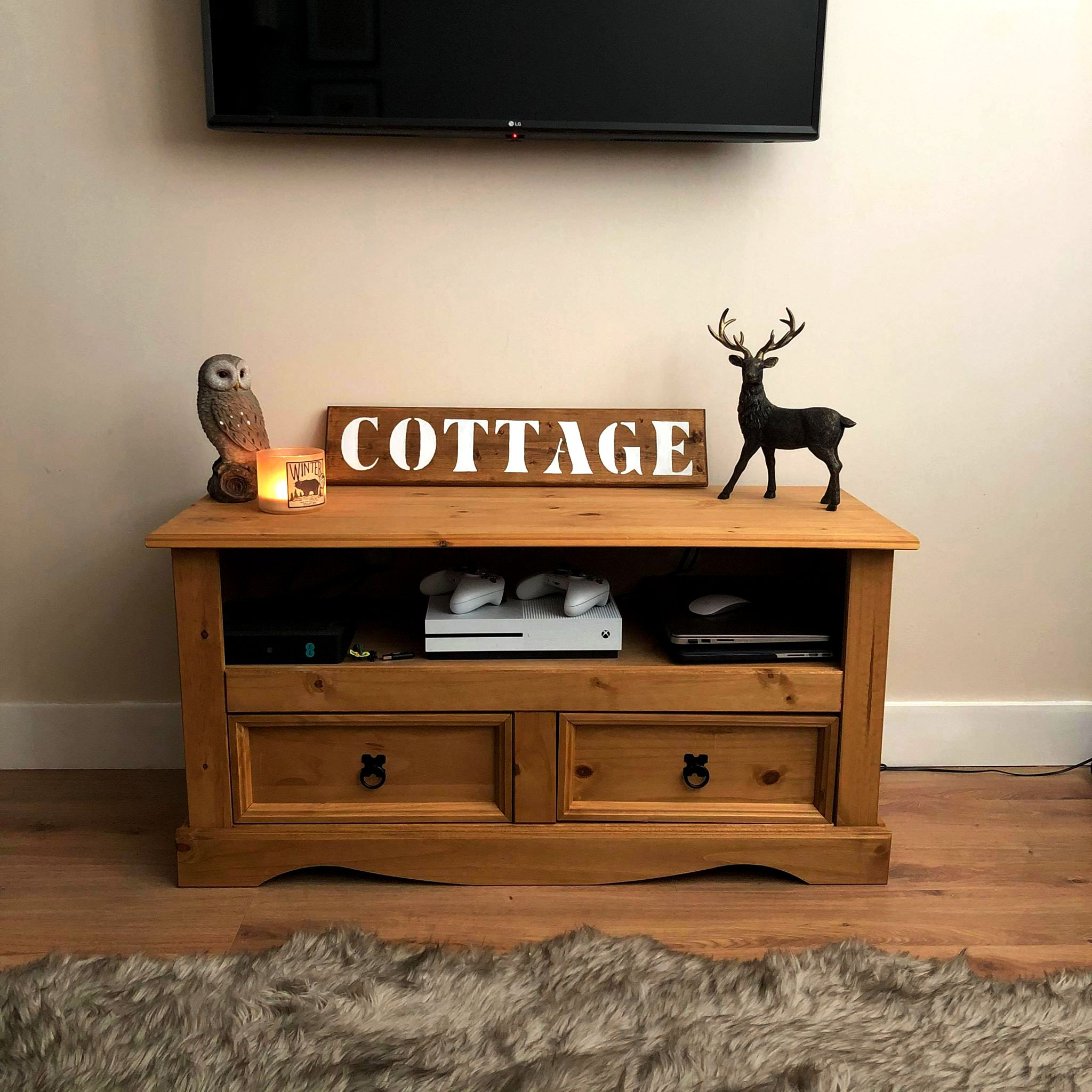 Do you want to give your home a cottage aesthetic? This Cottage Sign will make the cut. It's made out of wood, that was manually antiquated. The font has a vintage effect, and we hand painted every letter. More details on our Etsy Shop! #countryhomesign #rustichomedecor #rusticdecorforhome #cottagedecor #cottagehomedecor #cottageroom #cottagedecorrustic #rusticottage #woodsignforhome #paintedwoodsigns #homedecorwoodsigns #decorativewoodsigns #craftedgifts #homegifts #giftideas #halldecorideas