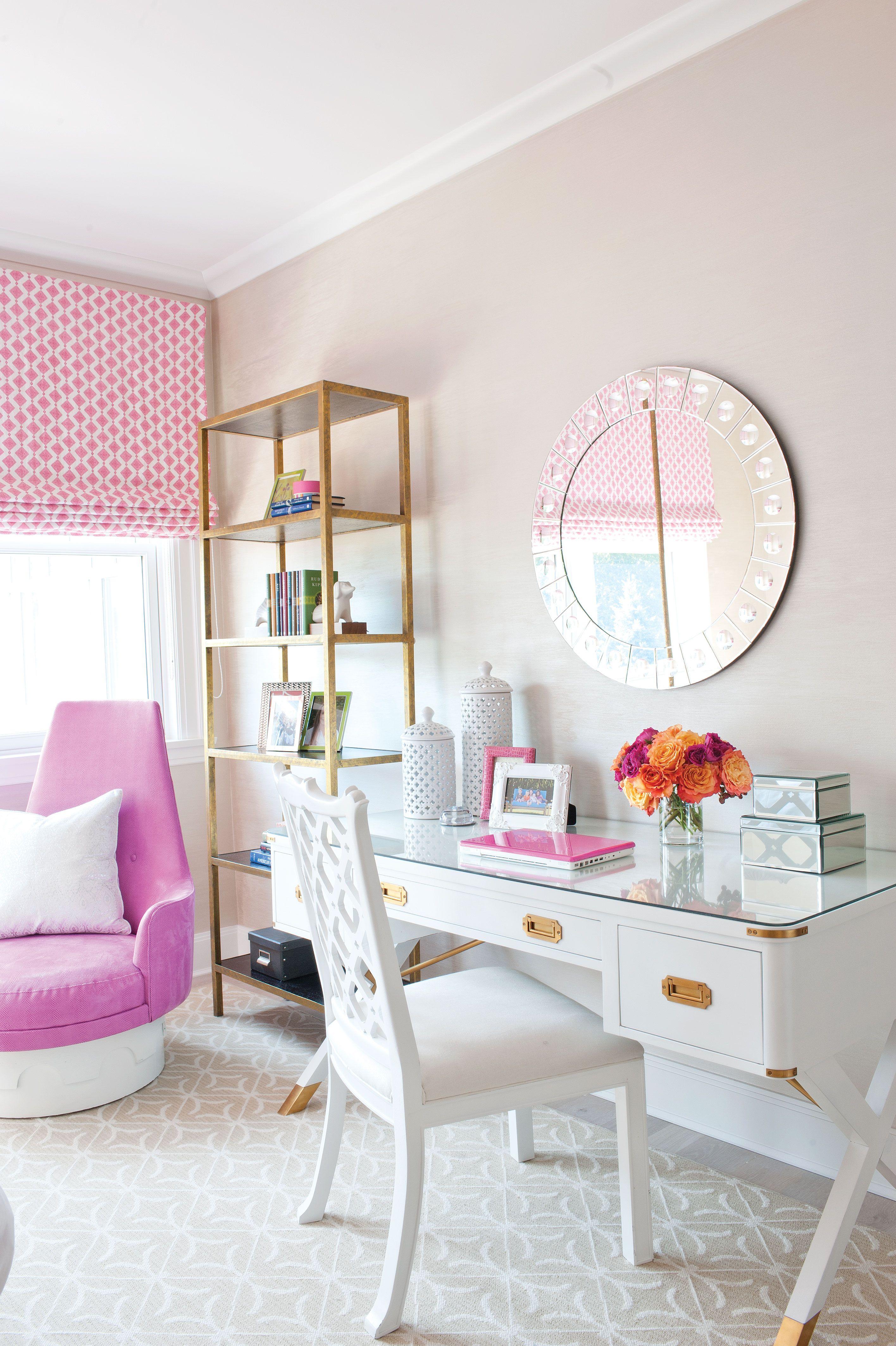 idea para decorar tu oficina en rosa blanco dorado le da una vista espaciosa y