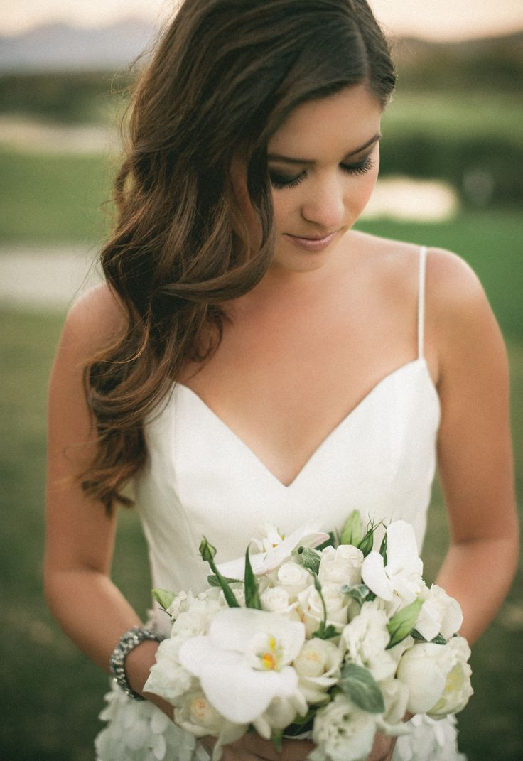 getting beach hair waves in your wedding day | bridal hair and
