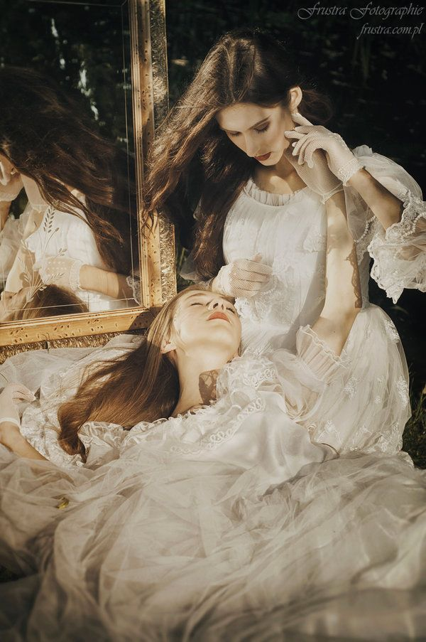 sisters models:Sonia Demianiuk & Lena Demianiuk photo, styl, make up: (c) Agnieszka Młynarczyk more:Frustra Fotographie 2015