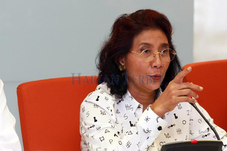 Menteri Susi Minta Nelayan Tidak Merusak Biota Laut : Menteri Kelautan dan Perikanan Susi Pudjiastuti meminta nelayan di Kawasan Pantai Sendangbiru Malang untuk menghindari penangkapan ikan dengan cara merusak biota laut