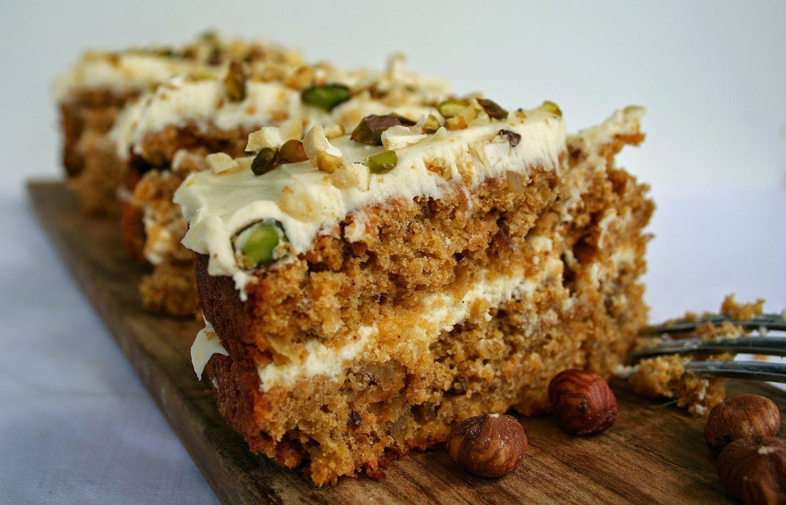 Baking of...: Madeiralainen porkkanakakku