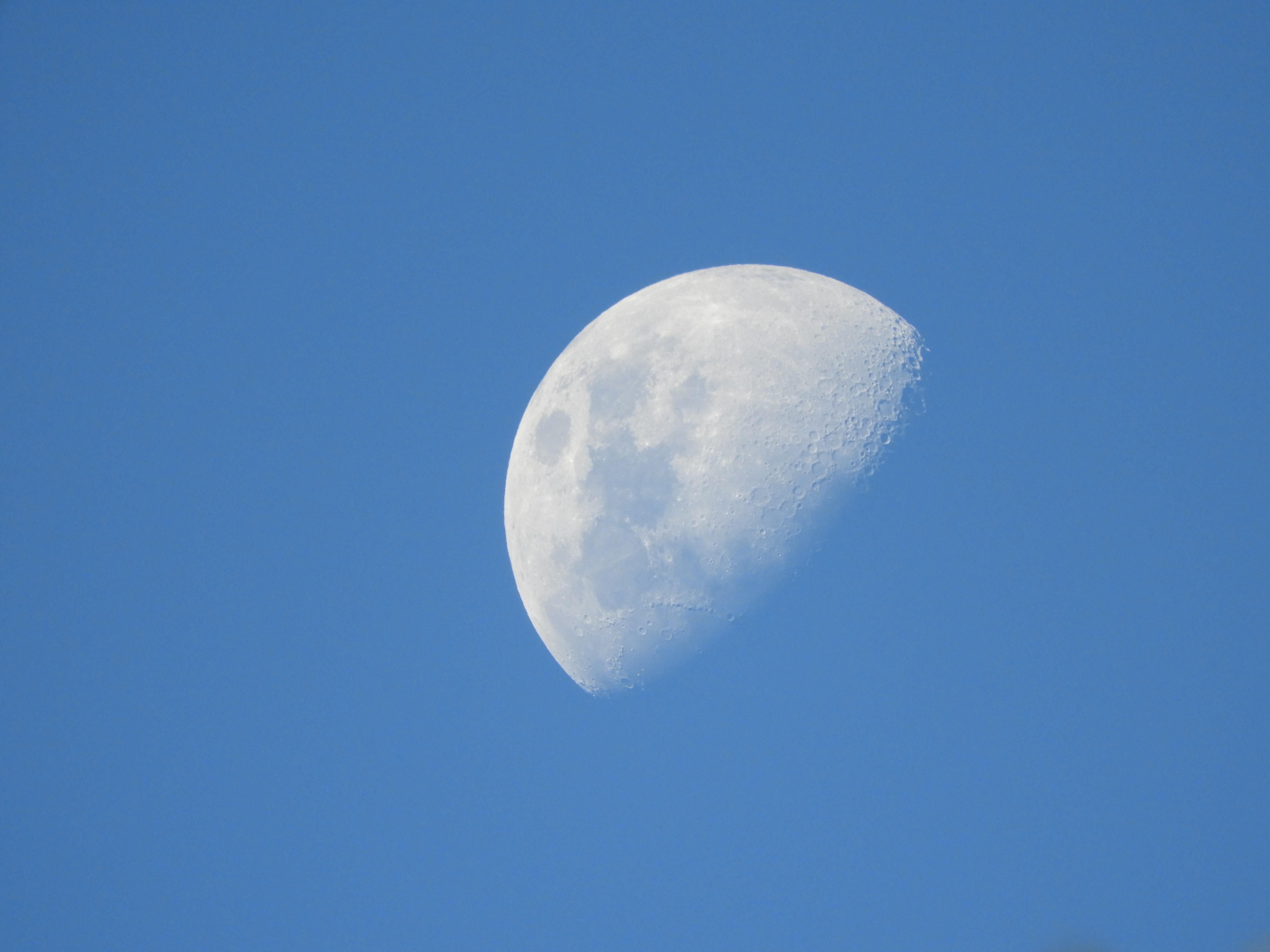 [OC] The beauty of the moon even during the day [4809x3607