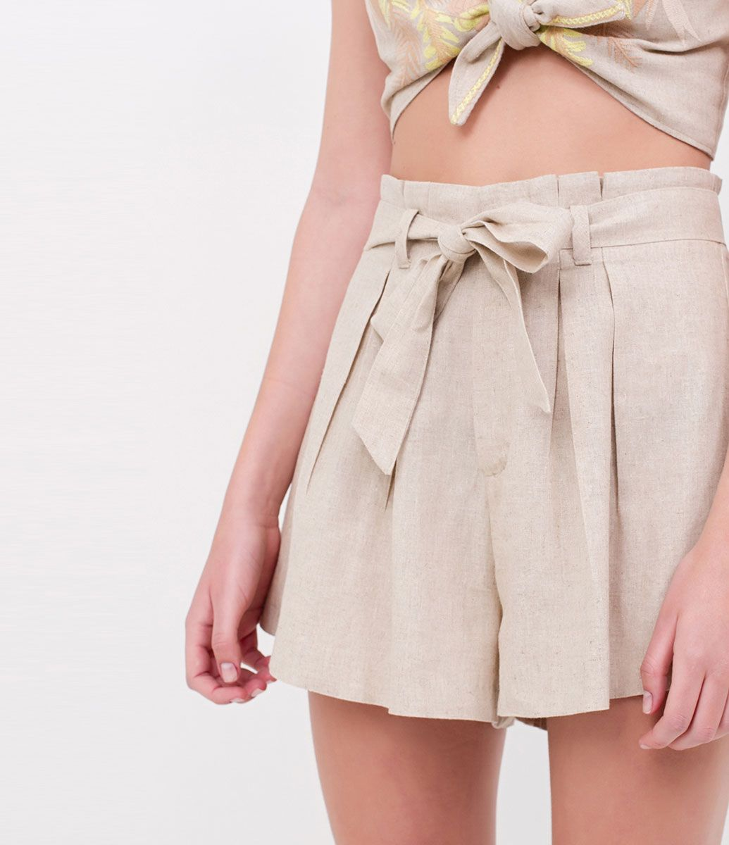 Shorts Saia Feminino Em Tecido De Viscose Com Amarração Lateral preto e branco