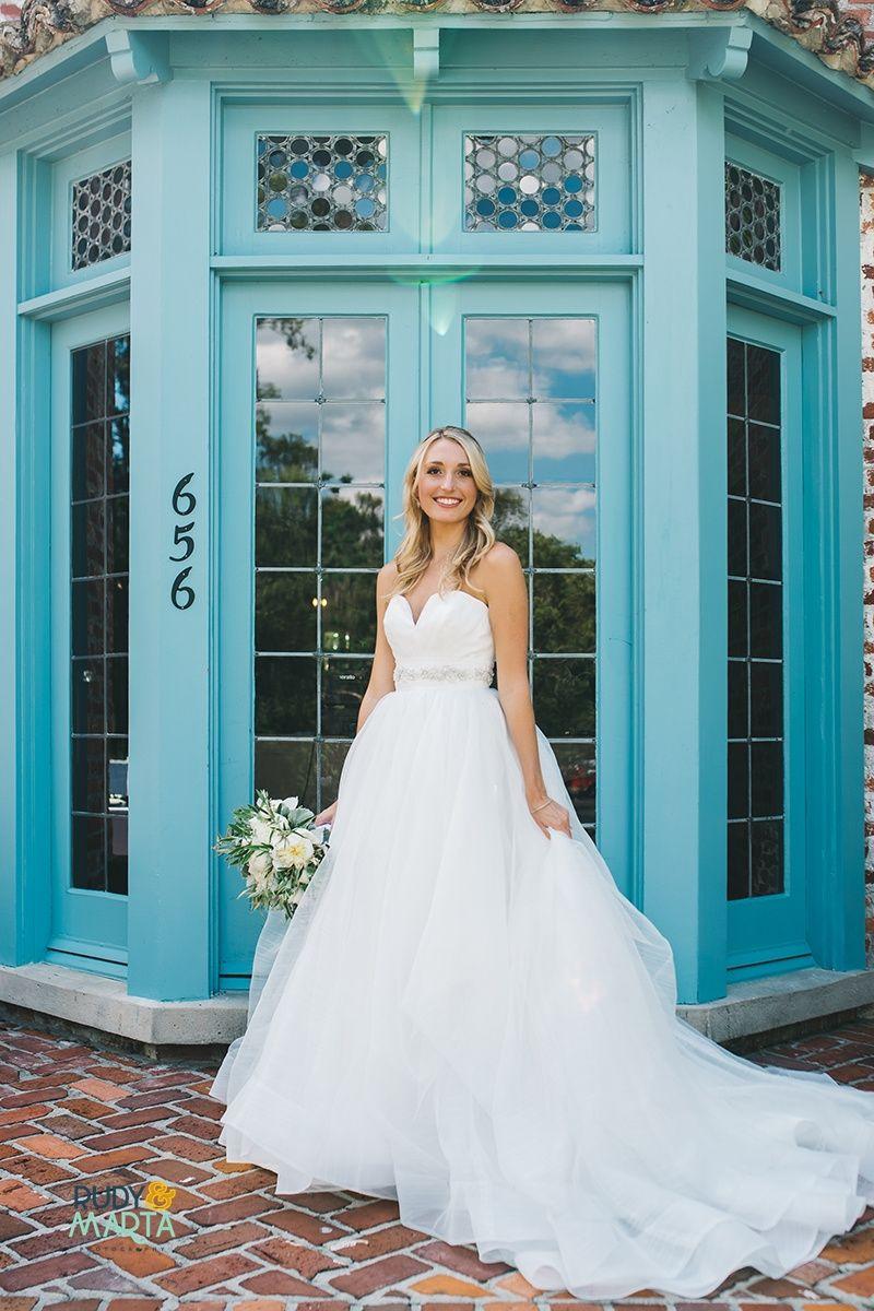A Mint + White Casa Feliz Wedding | Vestidos de novia, De novia y Novios