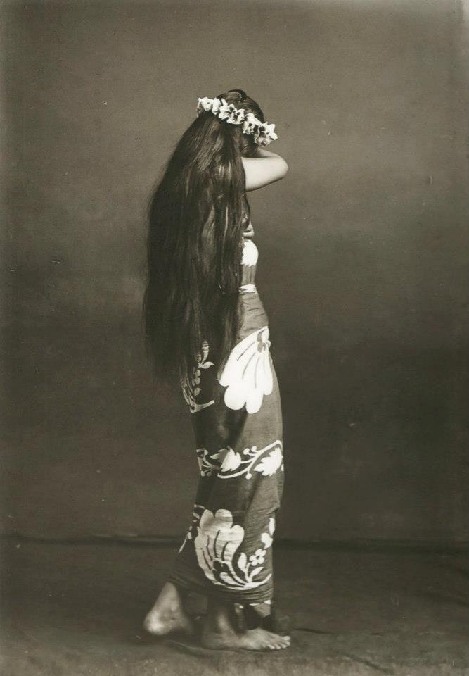 Tahiti, vahine, photo Lucien Gauthier, vers 1910. https://www.facebook.com/vahineitaria #Tahiti