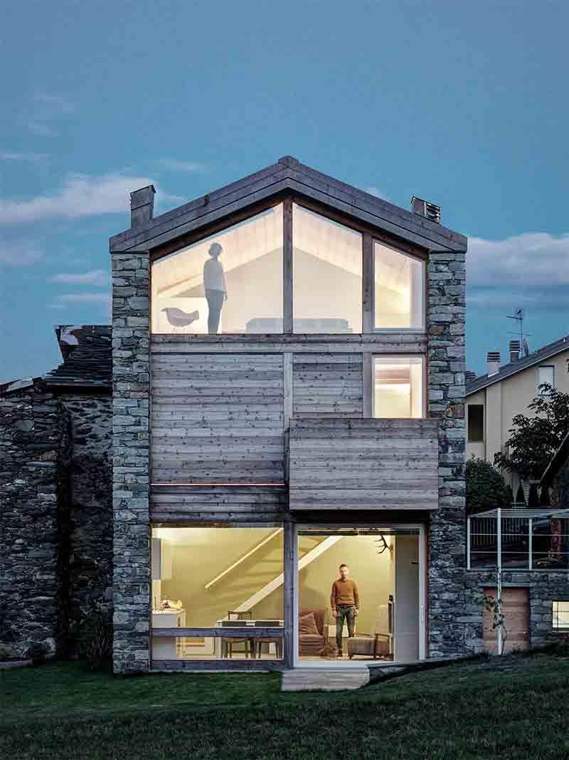 Comment rénover une ancienne maison en pierres en bois et en verre ...