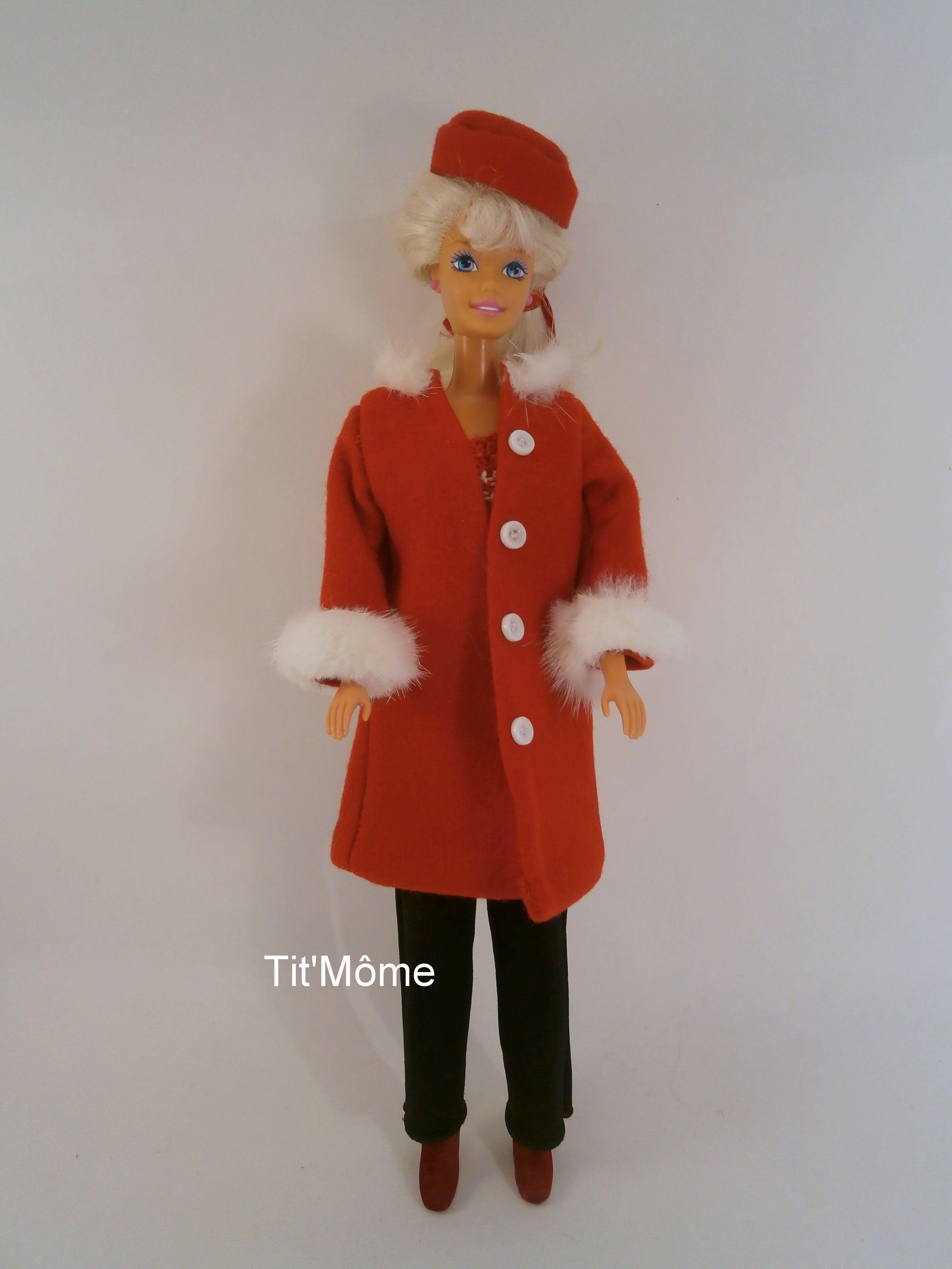 Manteau rouge bordé fourrure blanche