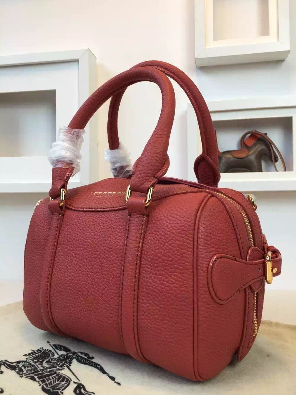Burberry 39733391 The Mini Bee In Grainy Red Leather 2015  d8b6e21447128