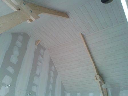 plafond en lambris dans maison en bois Maison en ossature bois à - peinture pour plafond fissure