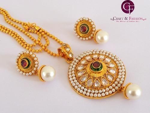One gram gold plated kundan polki pendant setahmedabadgujarat one gram gold plated kundan polki pendant setahmedabadgujarat aloadofball Choice Image