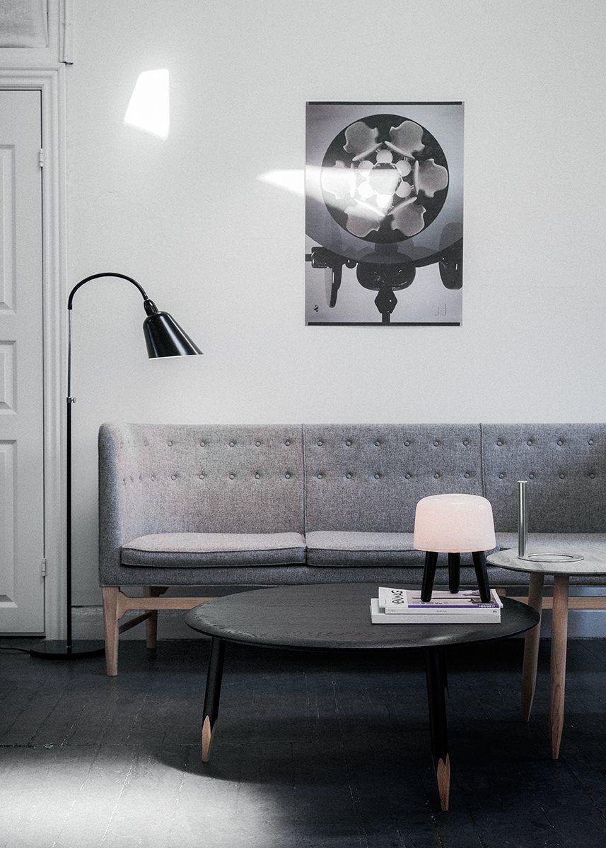 Dit is een Arne Jacobsen staande Bellevue lamp. Een vintage Deense design lamp. Die door &tradition weer gemaakt wordt. Het ontwerp is uit de jaren 20 en is echt tijdloos design. Net als trouwens de andere Arne Jacobsen lampen.